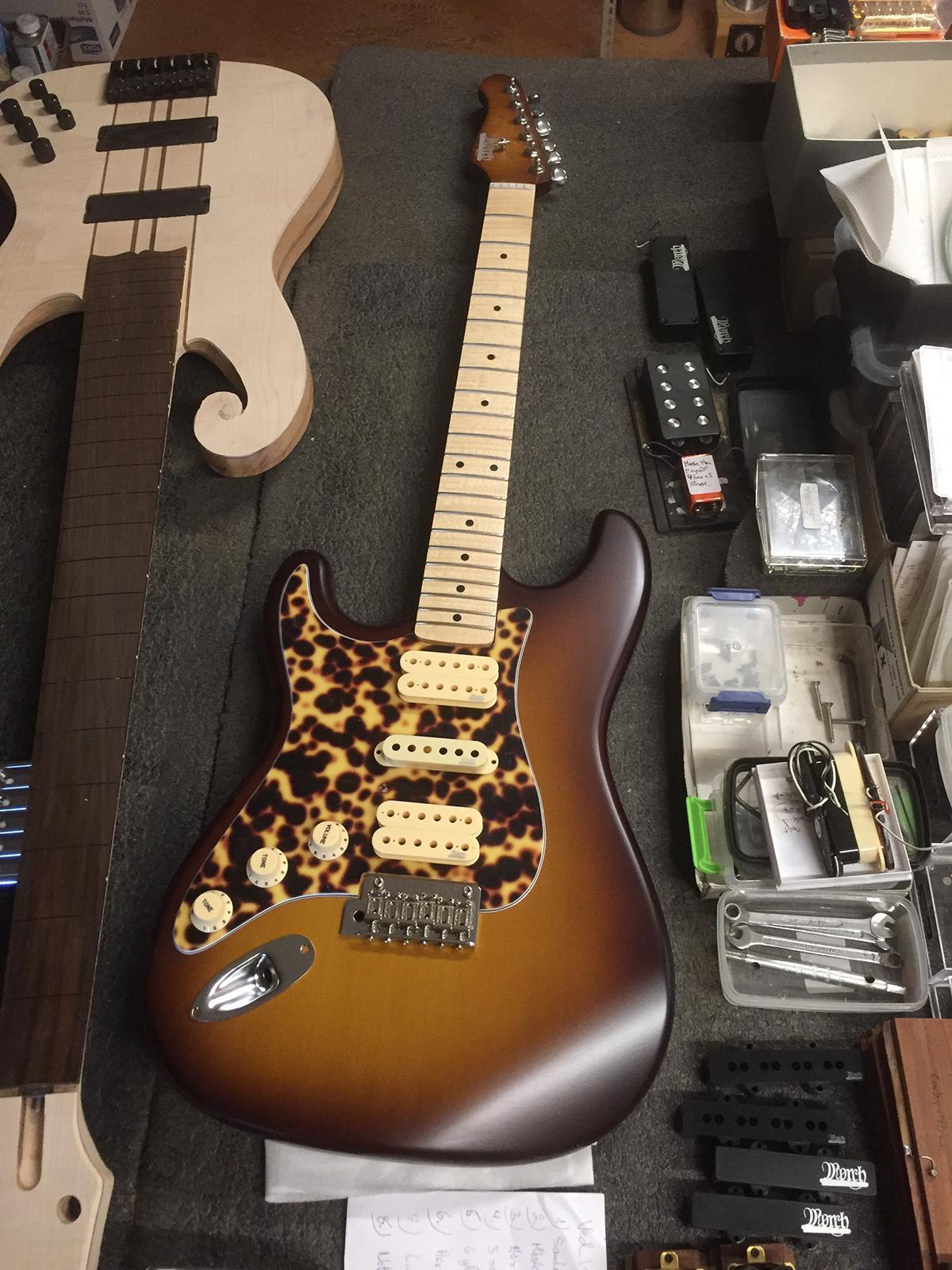 Venstrevendt Påske-guitar